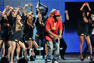 Rapper Flo Rida performs with the ladies of Las Vegas' Spearmint Rhino to open the 2009 AVN Awards.