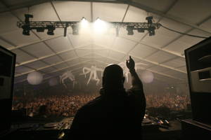 RICHARD BRIAN/STAFF PHOTO.Carl Cox performs during the Ultra Music Festival at Bicentennial Park on March 28, 2009 in Miami.