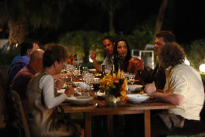 The judges and guests dine on a home cooked meal outside at the <em>Top Chef</em> house.