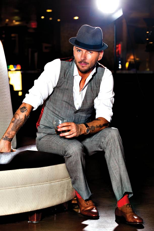 British singer/songwriter Matt Goss has inked a deal with Caesars Palace that places him and his retro-chic show in the lounge called Cleopatra's Barge.