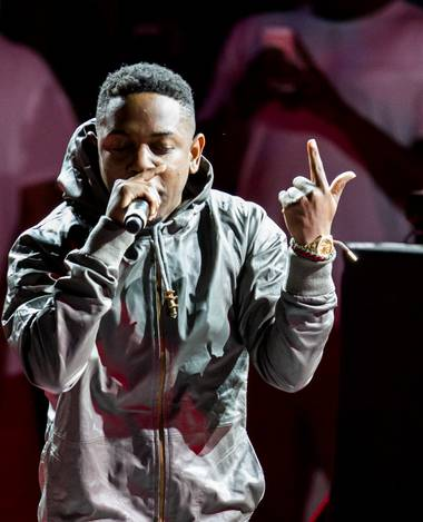 Kendrick Lamar kept it flowing at Cosmopolitan's Boulevard Pool Wednesday night.
